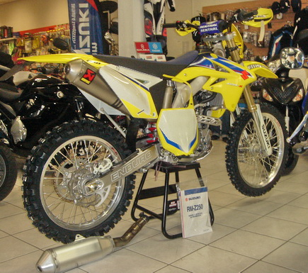 photo moto Suzuki 450 RMZ 2009