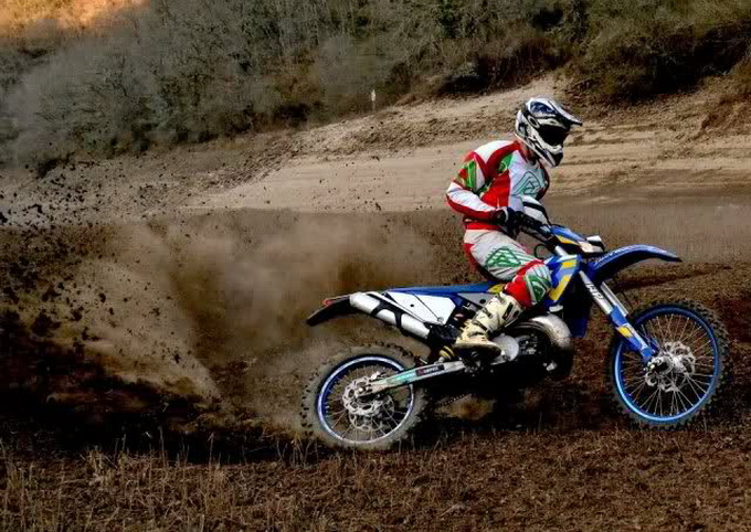 Husaberg 250 TE action