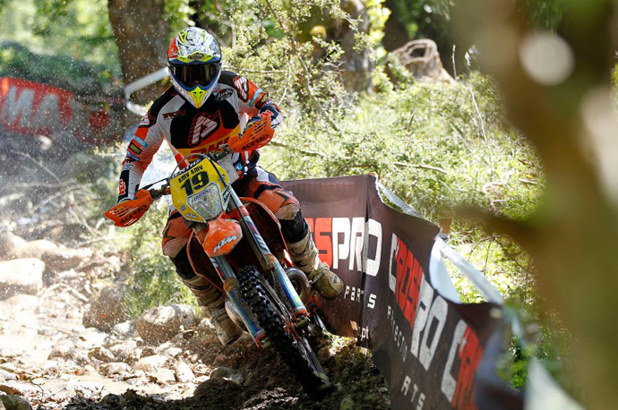 Matt Phillips pilotes KTM enduro