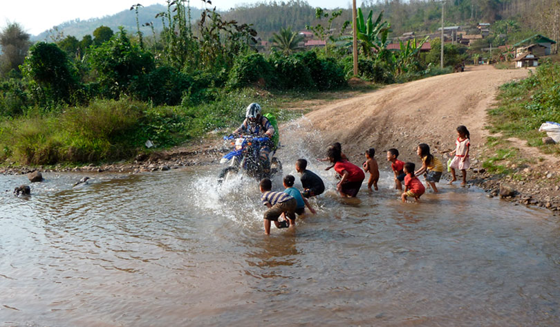 tracerser riviere laos