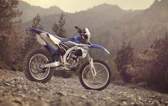photo statique  enduro moto Yamaha 250 WR-F