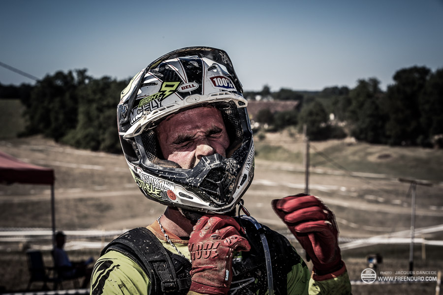 photo portrait Pierrick Roncin pilote enduro Kawasaki